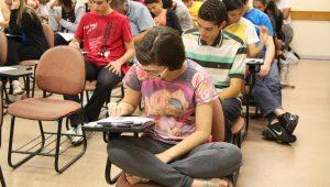 Mais de 137 mil estudantes devem participar neste domingo da primeira fase da Fuvest