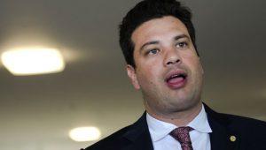 Após prisão de irmão, Leonardo Picciani deveria pedir demissão do Ministério dos Esportes
