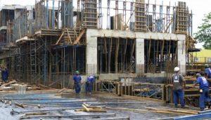 Indústria da construção segue com desempenho fraco e queda no emprego, diz CNI
