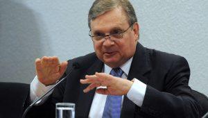 Tasso Jereissati é um bom nome dentro do PSDB, mas já começa errando