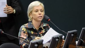 No Brasil, qualquer ninguém é nomeado para um cargo público