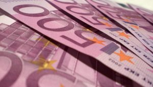Inflação anual ao consumidor acelera a 1,5% em novembro na zona do euro