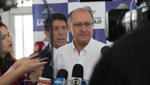 """Alckmin rebate crítica de Lula: """"R$ 9 milhões para aposentadoria, o riquinho não sou eu"""""""