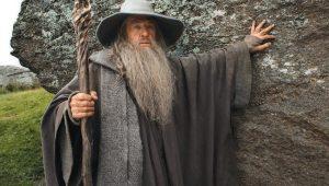 """Ian McKellen diz que interpretaria Gandalf em série de """"O Senhor dos Anéis"""""""