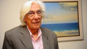 Ferreira Gullar militava forte contra o PT, relembra poeta Felipe Fortuna
