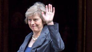 Na Itália, premiê britânica tentará convencer europeus a darem mais prazo para Brexit