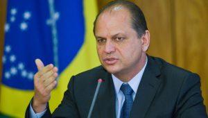 """Ministro diz que não falta dinheiro para a saúde e revela: """"há 40% de leitos vagos"""""""