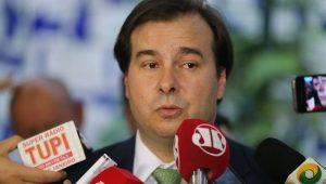 Rodrigo Maia diz que não se decidiu sobre adiamento da reforma da Previdência