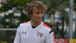 Com Arboleda gripado, Diego Lugano volta a treinar com titulares no São Paulo