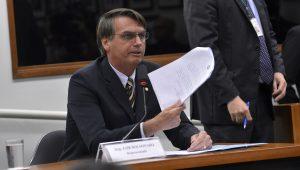 Jair Bolsonaro assina ficha de filiação ao Patriota