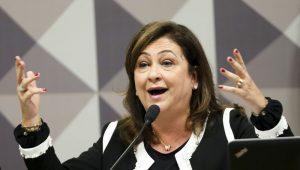 """Kátia Abreu diz que foi expulsa do PMDB por dizer não a """"regalias do poder"""""""