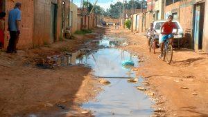 IBGE mostra que há 20,6 milhões de lares sem rede de esgoto no Brasil