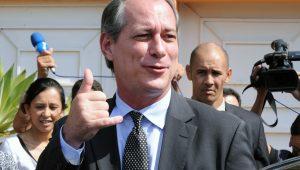 """Bolsonaro é """"mais íntegro"""" do que tucanos, afirma Ciro Gomes"""