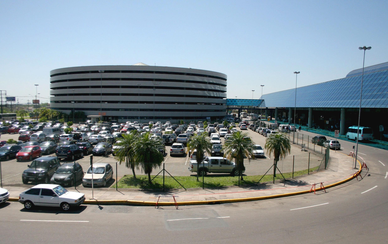 Aeroporto Internacional Salgado Filho Porto Alegre Rs Brasil : Homem morre e mulher fica ferida após caírem de º andar
