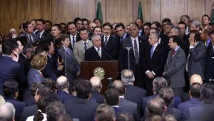 """Base de sustentação do governo no Congresso se """"desidratou"""""""