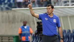 Carille confirma Danilo no Corinthians em 2018 e desconversa sobre reforços
