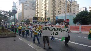 No Brasil, para muita gente, o passado nunca passa