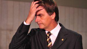 Bolsonaro aumenta gastos com passagens usando dinheiro da Câmara: será que ele aguenta a pressão da mídia?