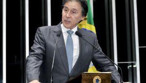 """Congresso terá """"responsabilidade"""" ao votar revisão da meta fiscal, diz Eunício"""