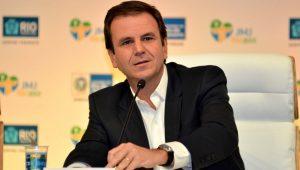 Justiça multa Eduardo Paes e Rafael Picciani por negligência em transporte