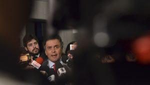 Pressionado, Tasso devolverá presidência do PSDB a Aécio