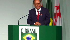 Em evento de líderes, Geraldo Alckmin fala de crise e lembra de Eduardo Campos