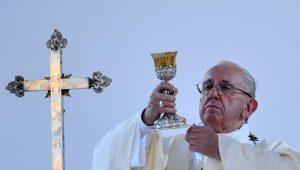 Em visita ao Chile, Papa Francisco encara baixa aprovação