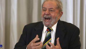 Apesar das cochiladas da imprensa, Lula continua enrolado