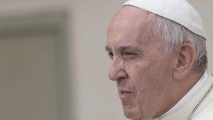 """Papa recorda """"violações dos direitos humanos"""" em ditadura no Chile após missa"""