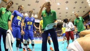 Renan comemora 4ª vitória da Seleção de vôlei em 4 amistosos contra os EUA