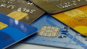Cartões movimentam R$ 580 bi no 1º semestre, alta de 6,3% em um ano, diz Abecs