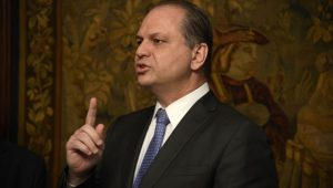 """""""Não faltarão vacinas contra a febre amarela"""", garante ministro da Saúde"""
