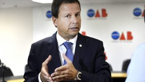 """Presidente da OAB diz que Maia atua como """"muralha de proteção"""" a Temer"""