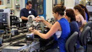 IBGE: queda no emprego formalizado foi generalizada