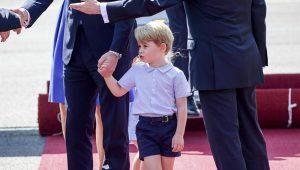 Príncipe George chega à Alemanha com cara não muito animada