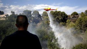 10 mil pessoas são retiradas da Riviera francesa, após incêndio florestal