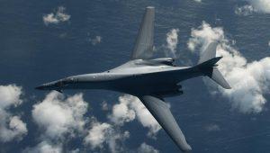 Bombardeiros dos EUA sobrevoam águas a leste da Coreia do Norte