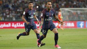 """Daniel Alves cobra fim de polêmica sobre Neymar e Cavani: """"calem a boca"""""""