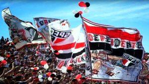 Torcidas serão liberadas a entrar com faixas, instrumentos e bandeiras em estádios de SP