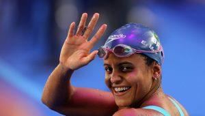 Etiene Medeiros dá o troco em chinesa e conquista o ouro nos 50m costas no Mundial