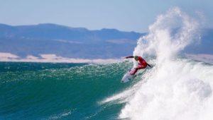 Voltando de punição, Filipe Toledo conquista etapa da África do Sul do surfe