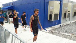 Pelas redes sociais, Pique pede para Neymar ficar no Barcelona