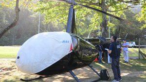 Helicóptero de turismo faz pouso forçado no Rio; perícia investiga bala perdida