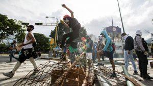 Maduro circula por Caracas para dizer que greve geral marcada pela oposição fracassou