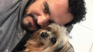 """Sertanejo Luciano lamenta morte de seu cachorro: """"Que Deus te receba"""""""