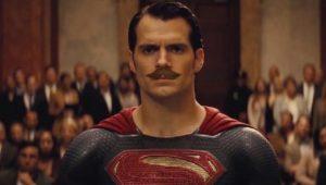 """Henry Cavill filmou cenas de """"Liga da Justiça"""" de bigode por conta de """"Missão Impossível"""""""