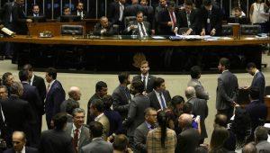 """Política no Brasil funciona na base do """"é dando que se recebe"""""""