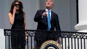 Trump observa eclipse solar sem proteção por segundos e viraliza na rede