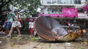 Poderoso tufão mata 3 em Macau, após passar por Hong Kong