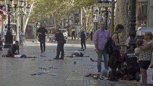 Charlie Hebdo retrata atentado em Barcelona: mau gosto ou liberdade de expressão?
